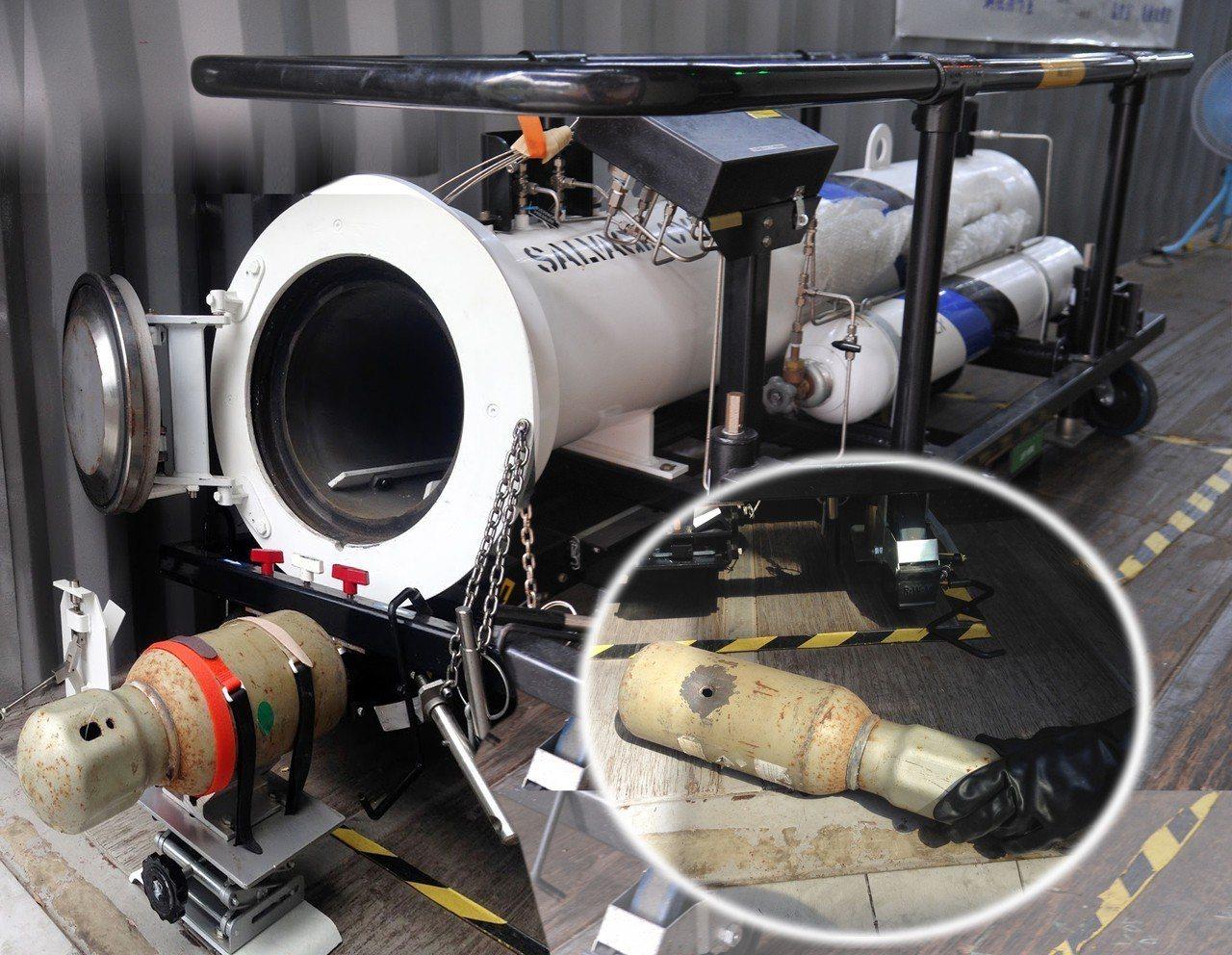 老舊鋼瓶被放進填充惰性氣體的密閉艙體內,避免擊穿時產生火花、燃燒爆炸。圖/清大提...