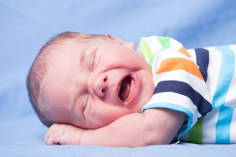 小兒科醫師提醒,「不加防腐劑」是家長選購沐浴產品的迷思,因沐浴用品放悶熱浴室更需...