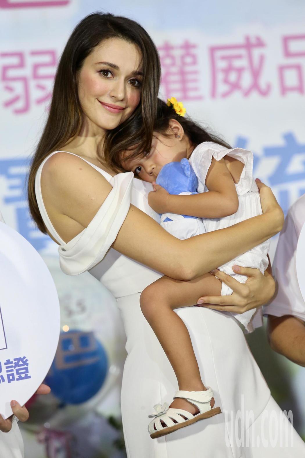 瑞莎攜手女兒同台代言德國嬰兒抗敏沐浴品。記者徐兆玄/攝影