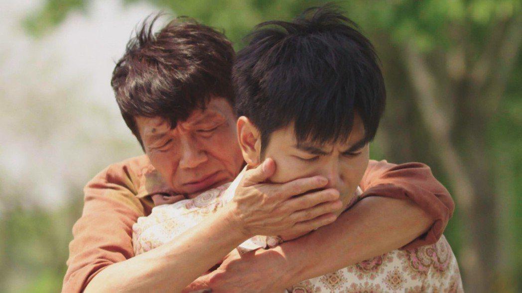 太保(左)和楊子儀在「天之蕉子」中演父子  圖/三立提供