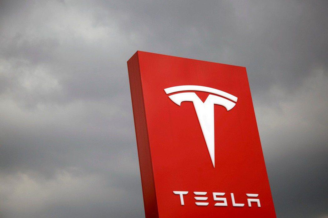 特斯拉將開發自家電池。路透。