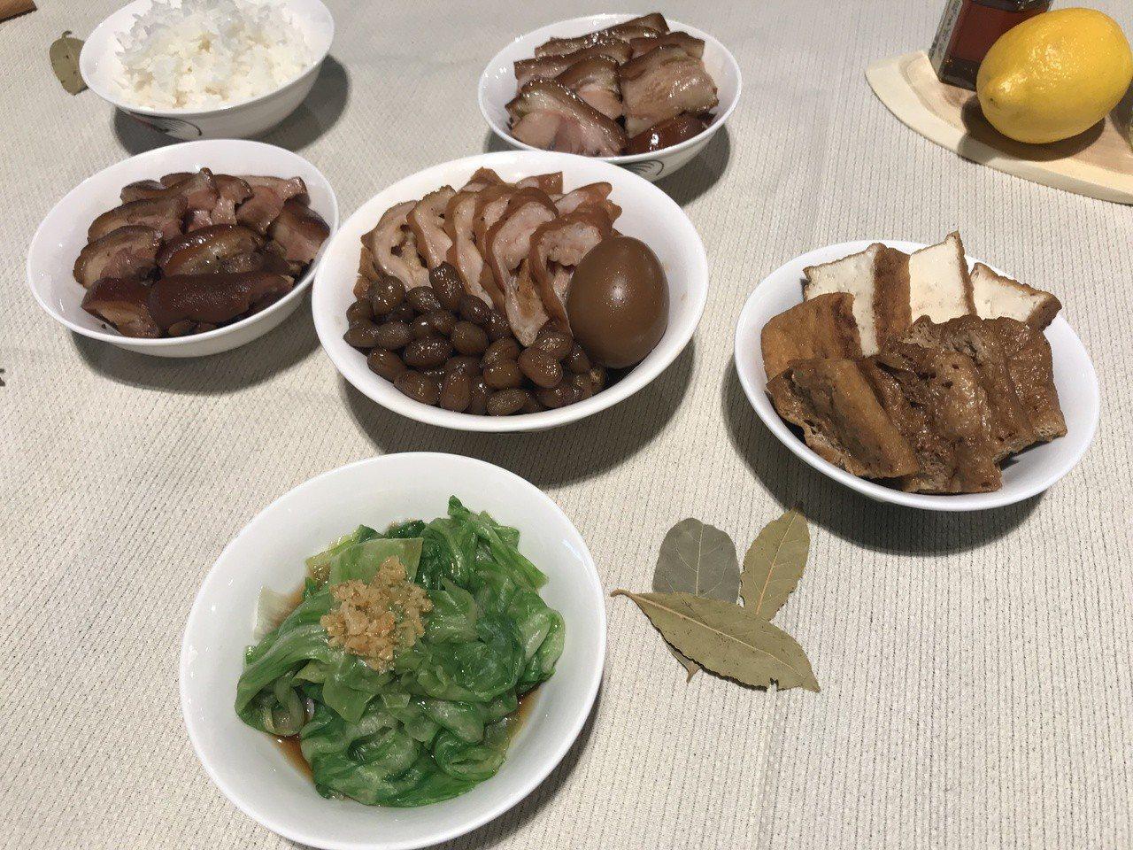 旅遊新加坡必嚐美食非肉骨茶這道庶民小吃莫屬,但肉骨茶發源地其實是馬來西亞巴生港。...