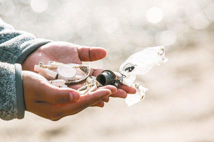 每年全球製造的塑膠只有9%回收。 圖/勞力士提供