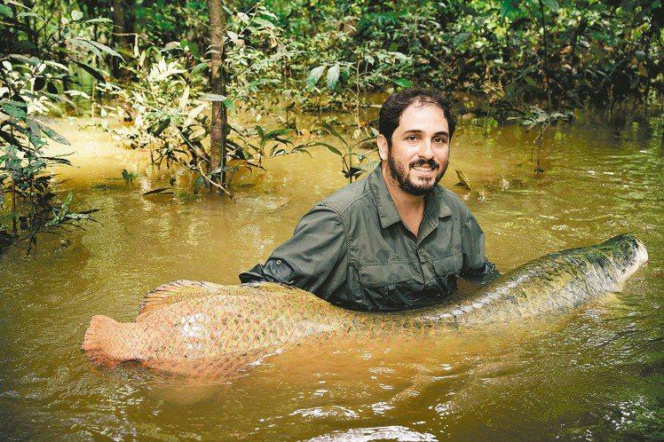 得獎者之一巴西漁業生態學家祖奧坎波斯席爾瓦,透過保護巨骨舌魚,與當地居民建立起新...
