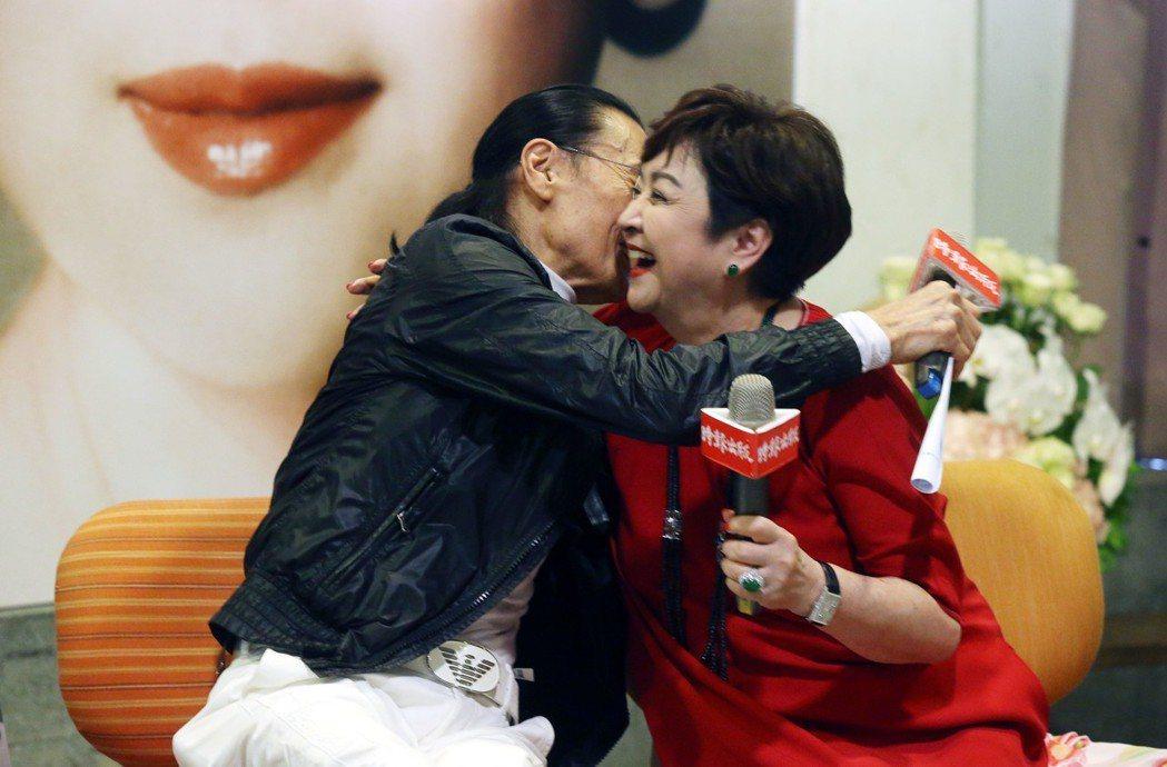 一代玉女巨星甄珍《真情真意》新書發表,她第一任前夫、香港藝人謝賢特地依約來台,為