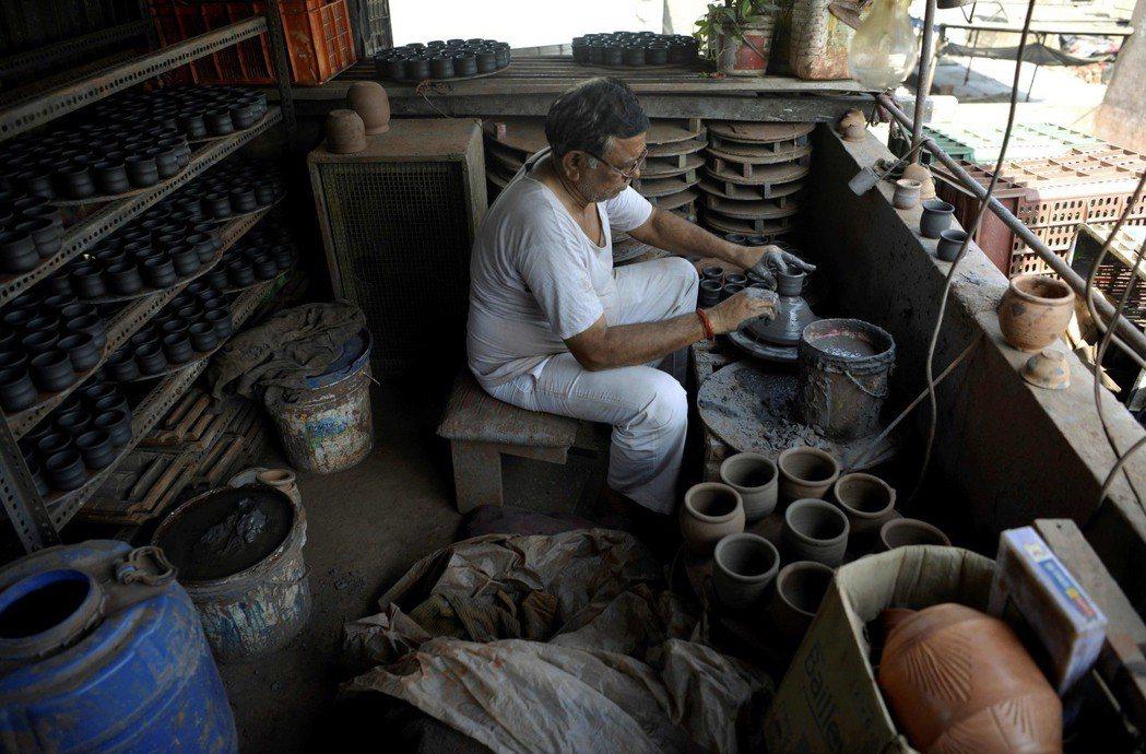 印度孟買達拉維是亞洲著名貧民窟,也是2008年熱門電影「貧民百萬富翁」場景。圖為...