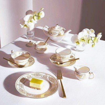 寬口花茶杯碟售價6,900元、茶壺售價22,000元、糖奶罐售價9,500元、個...