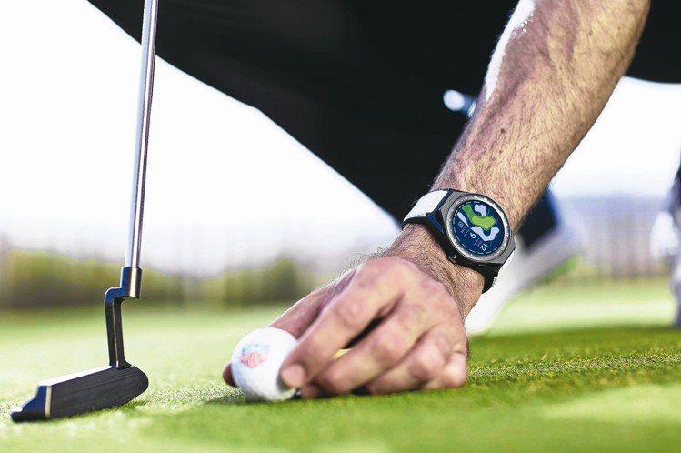 泰格豪雅在今年推出全新Connected Modular高爾夫球版智能表,提供全...