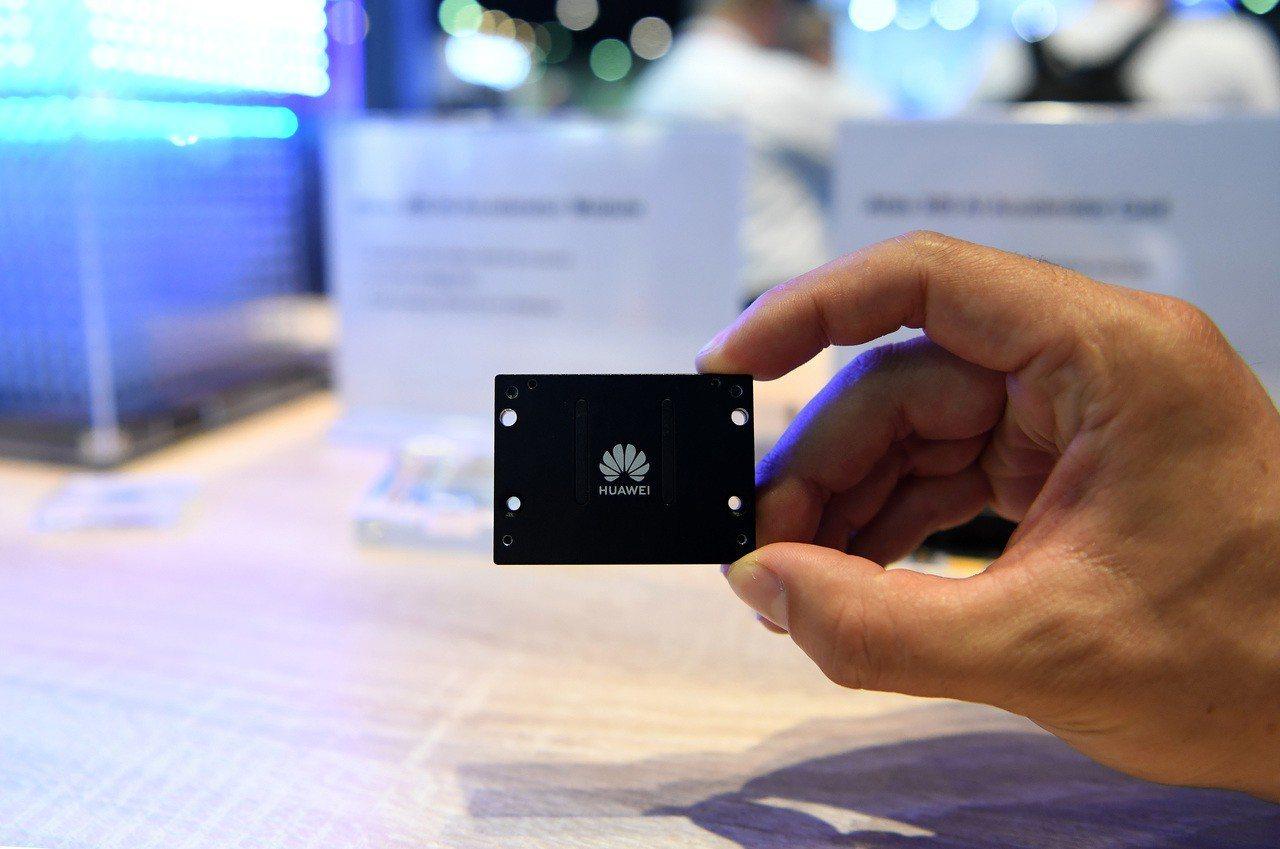 華為:累計支付專利費超60億美元80%給了美國公司 新華社
