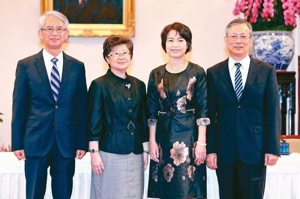 立法院臨時會昨行使大法官人事同意權,被提名人呂太郎(右起)、蔡宗珍、楊惠欽、謝銘...