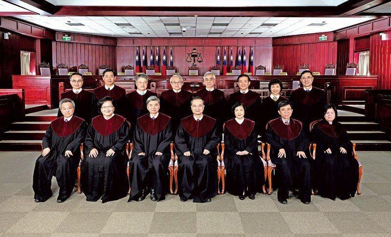 司法院大法官合影。 圖/取自司法院大法官網站