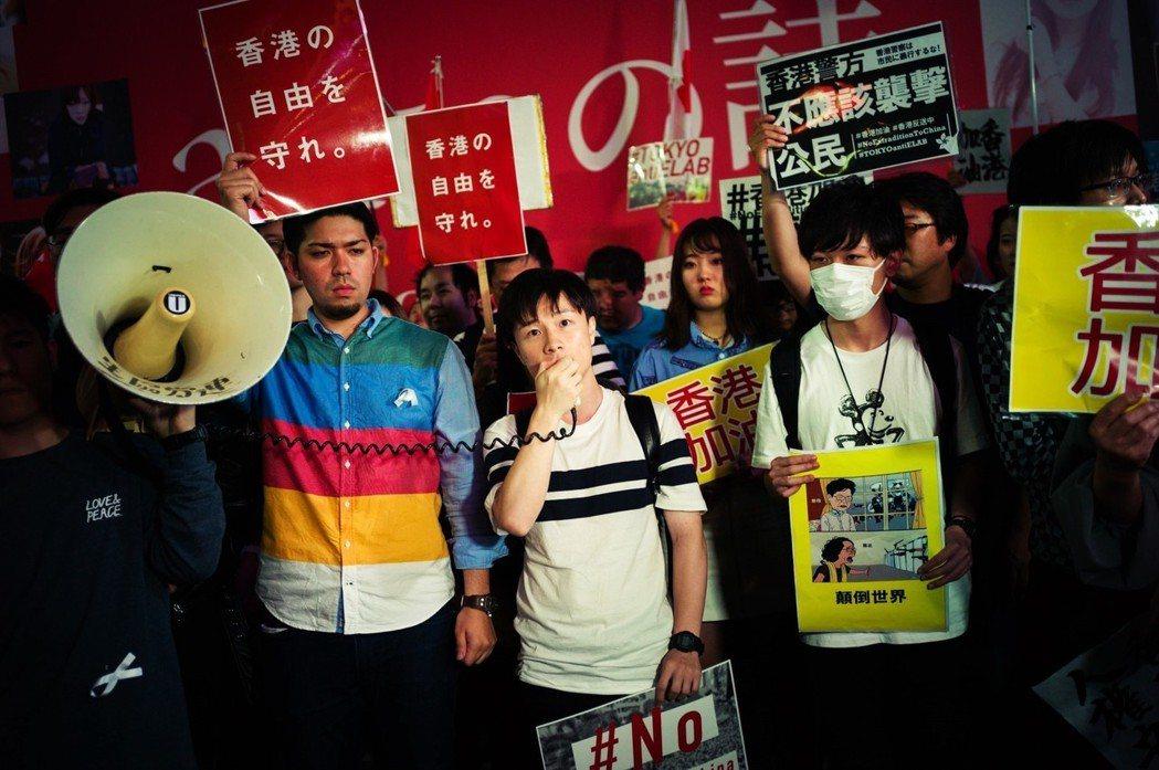 在6月13日下午晚上在東京澀谷的聲援集會,聚集超過2,000人,高喊「守護香港自...
