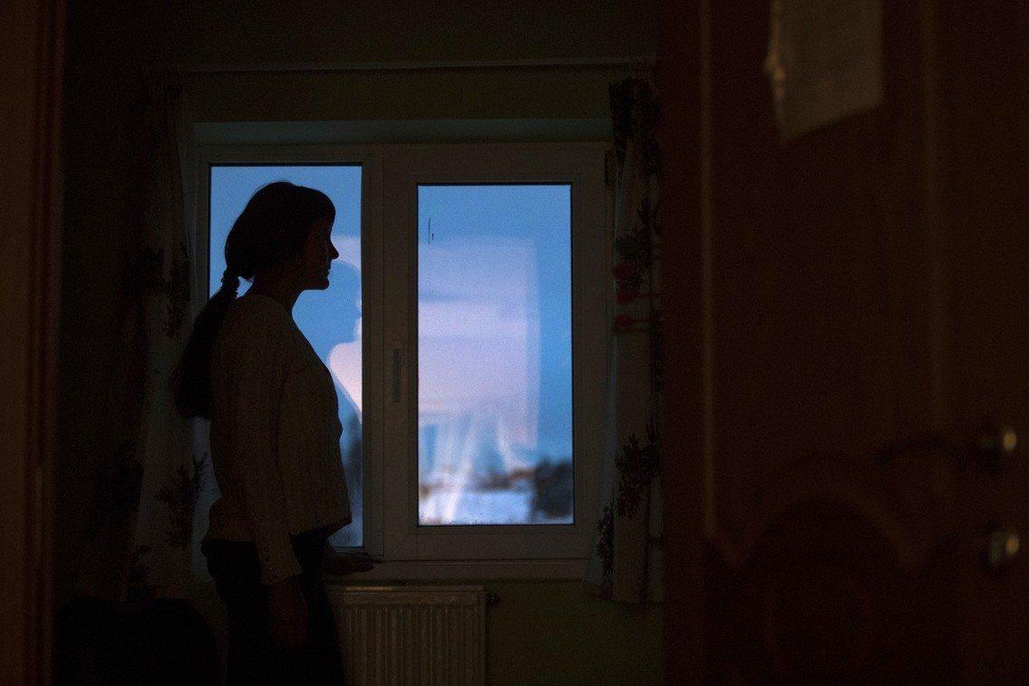 俄羅斯政府在2017年2月,壓倒性地通過了「部分家暴除罪化」的爭議法案,大幅減輕...