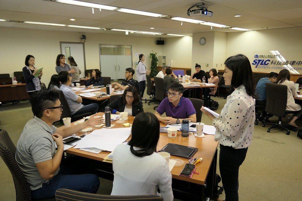 透過課程互動發現,學員樂於交流與分享公司本身之執行與作法。各產業或企業規模有不同...
