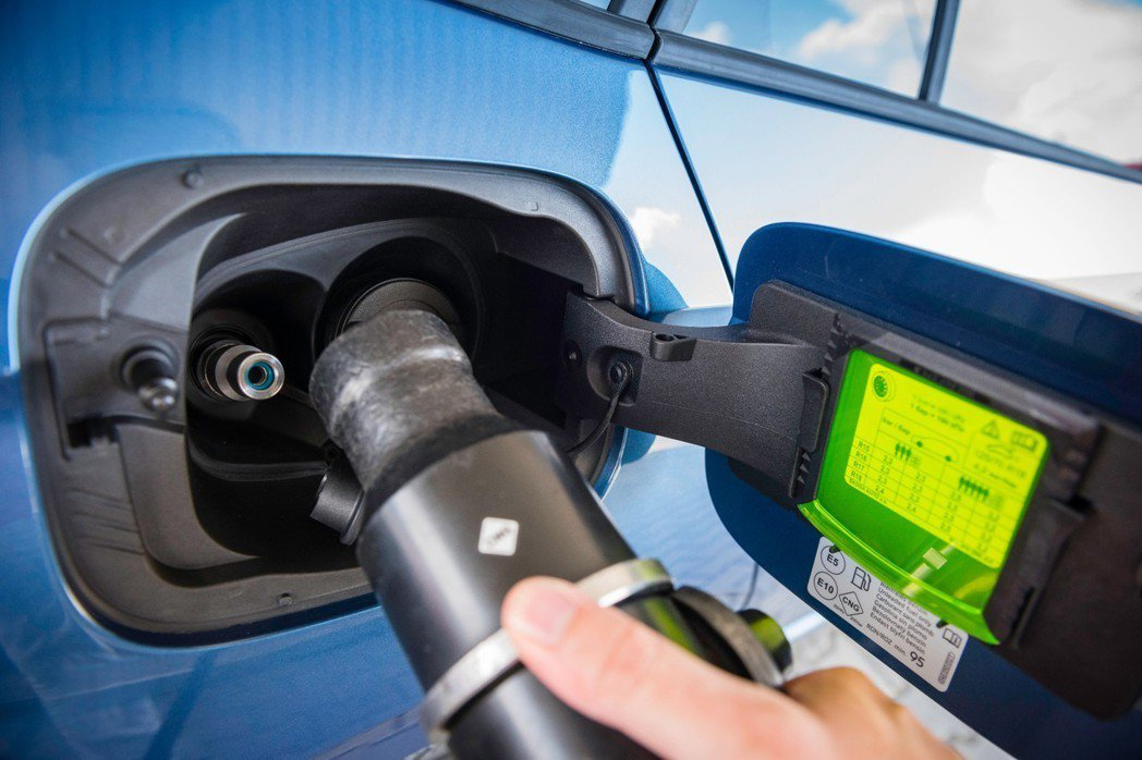 ŠKODA Scala CNG天然氣動力儲存罐約可存放13.8公斤的天然氣,約可...