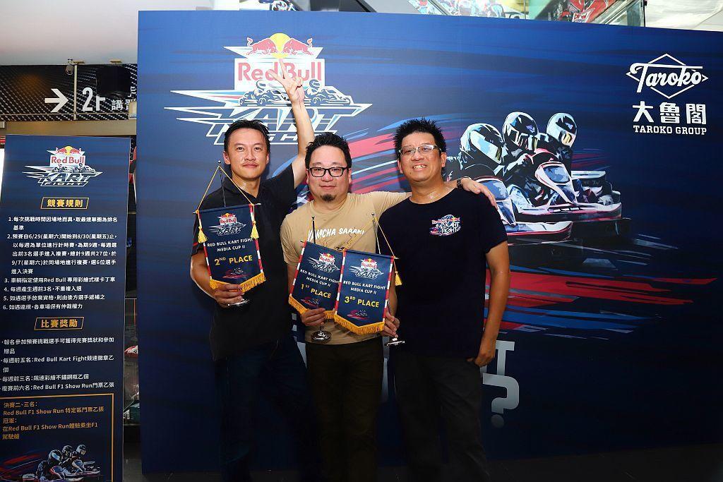 現場報名Red Bull Kart Fight 卡丁車大賽,參加預賽選手都將獲得...