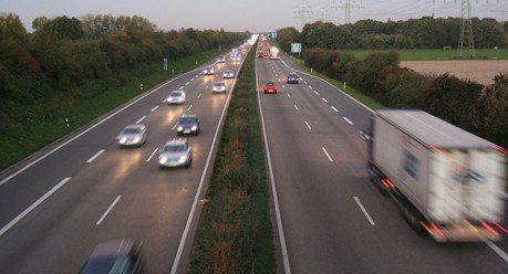 超級熱浪襲擊歐洲! 德國Autobahn被迫取消無限速路