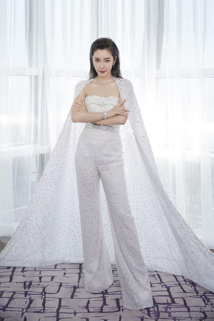 李冰冰穿Naja Saade禮服配戴寶齊萊白蒂詩蒂莎限量珠寶腕表。圖/寶齊萊提供