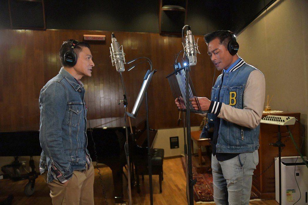 劉德華和古天樂為合作電影「掃毒2天地對決」演唱主題曲「兄弟不懷疑」。圖/台灣映藝...