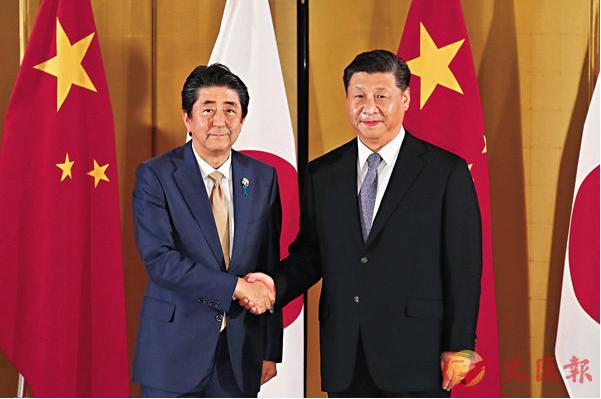 中共國家主席習近平昨天傍晚和日本首相安倍晉三舉行會晤,習原則同意明年春天正式訪問...