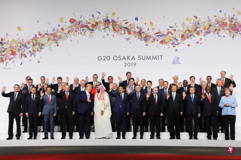 G20領導人大合照,外媒發現,原本要站在川普旁邊的習近平換了位子,川習會沒有提前...