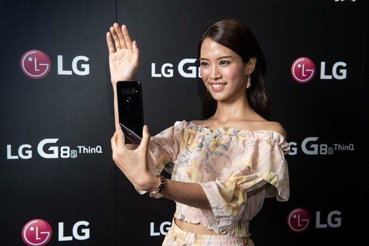 LG G8S ThinQ是首款能以靜脈識別解鎖的智慧手機。圖/LG提供