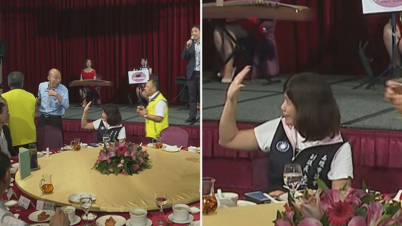 高雄市長韓國瑜中午參加高市里長聯誼會,和高雄市議會副議長陸淑美幾乎沒有互動。記者...