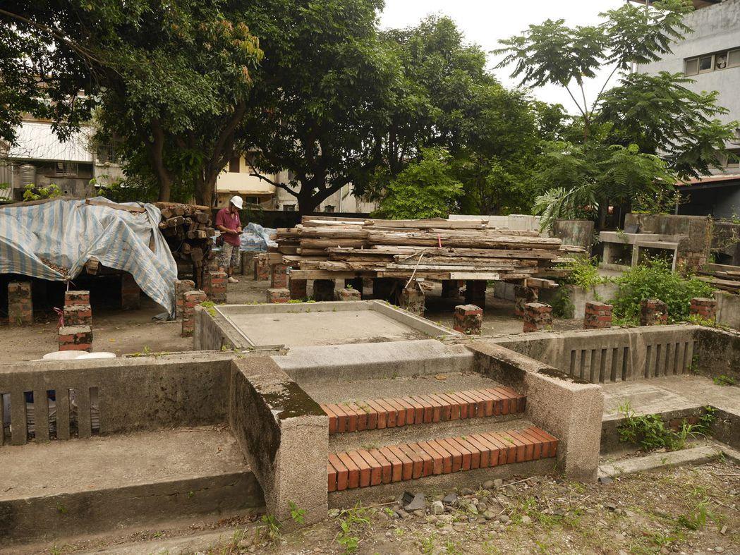 市定古蹟校官眷舍也在修復中。記者吳淑君/攝影