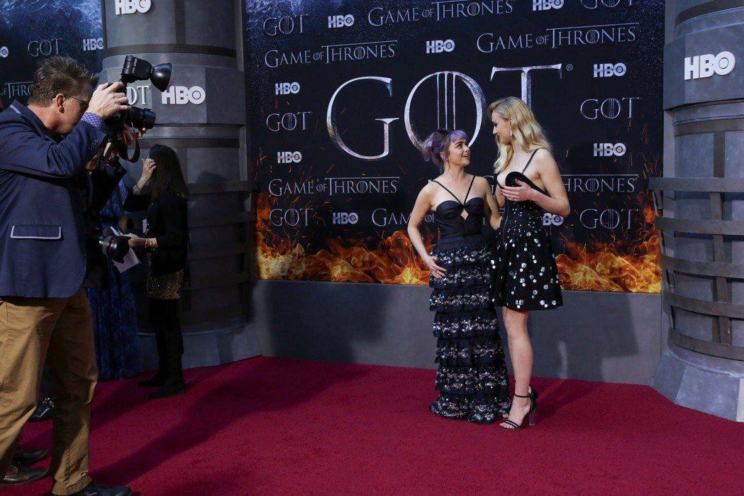 蘇菲透納與梅西威廉斯合演「冰與火之歌:權力遊戲」多年,賠養出深厚的友情。圖/路透...