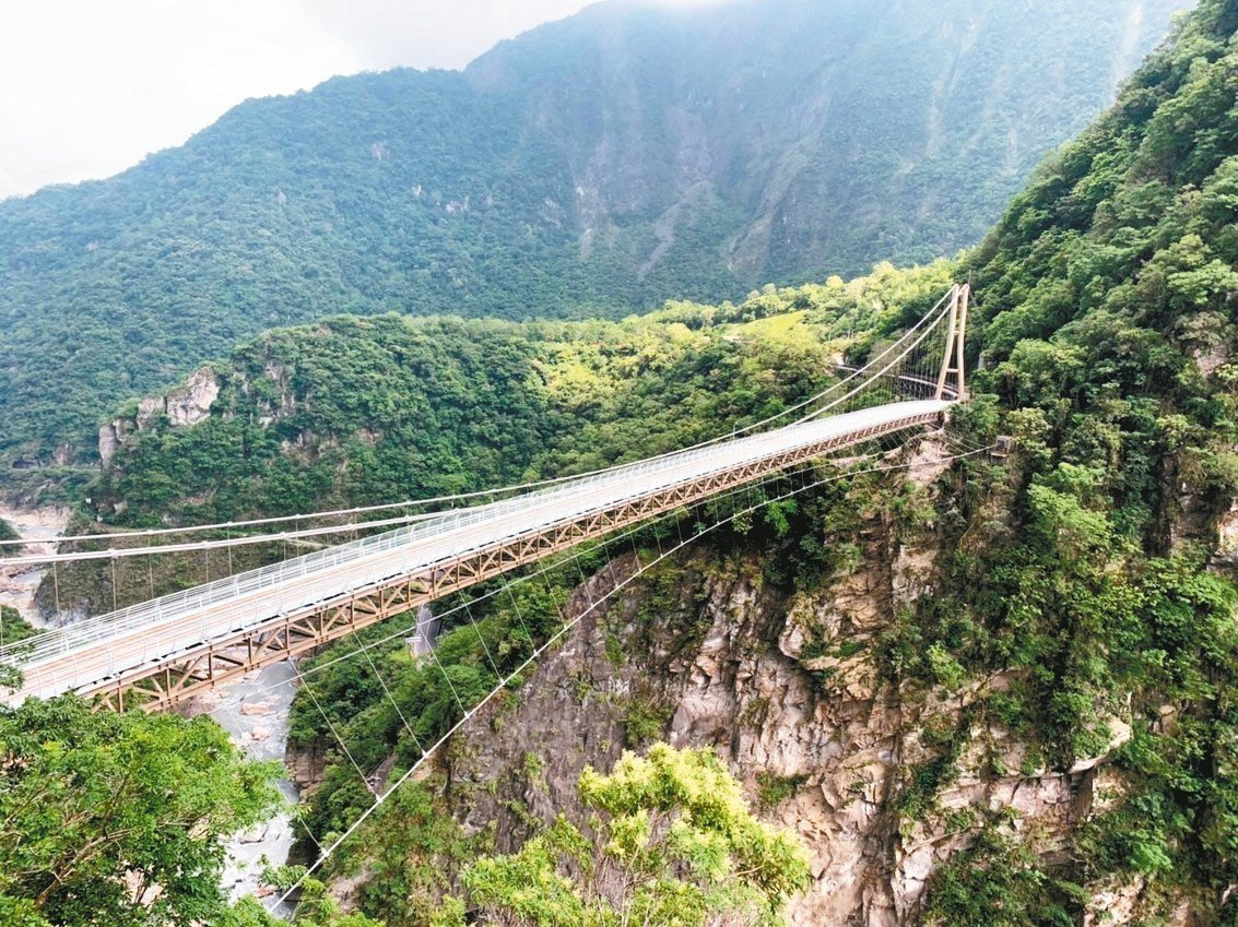 太魯閣國家公園管理處投入上億元打造山月吊橋,主體工程已完成。 圖/太管處提供