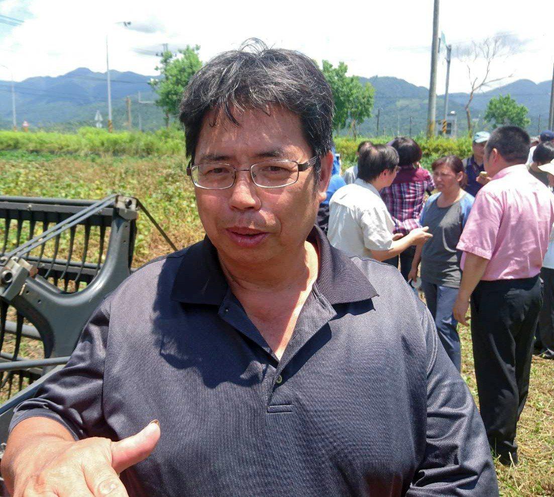 宜蘭縣三星鄉紀元農場大豆達人吳慶鐘,成功復耕宜蘭大豆。記者羅建旺/攝影