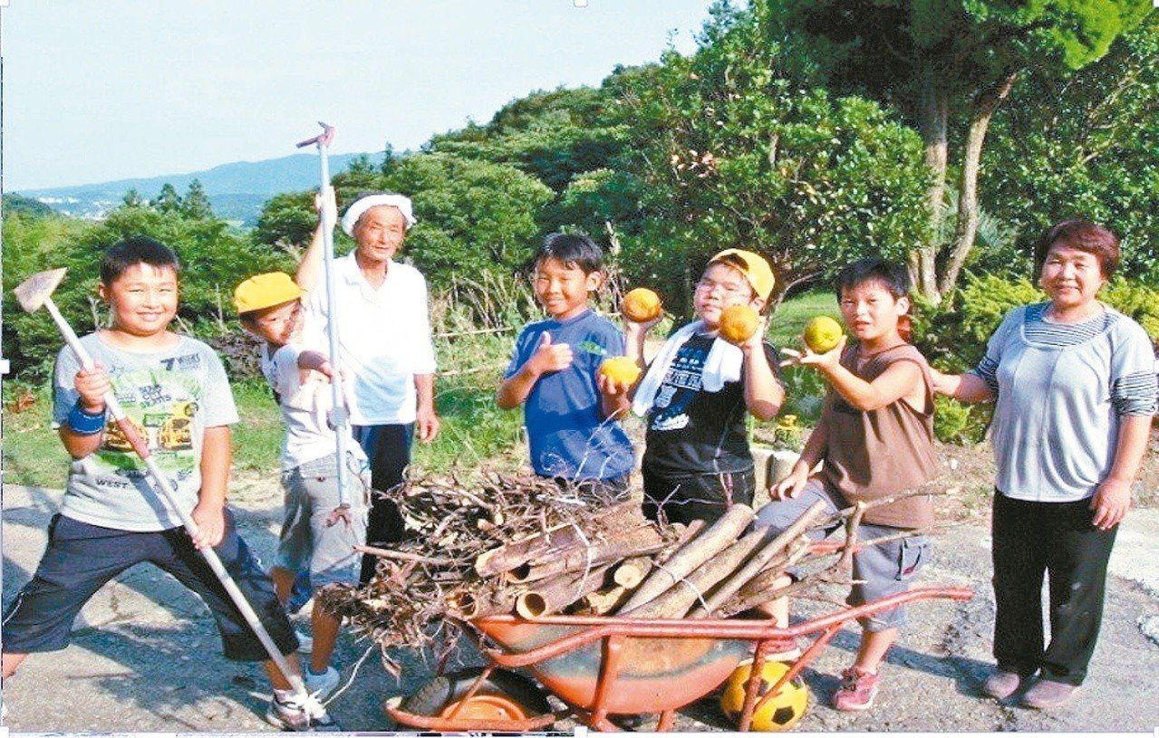 日本官方推食育,小朋友到農村住一晚。 圖/聯合報系資料照片