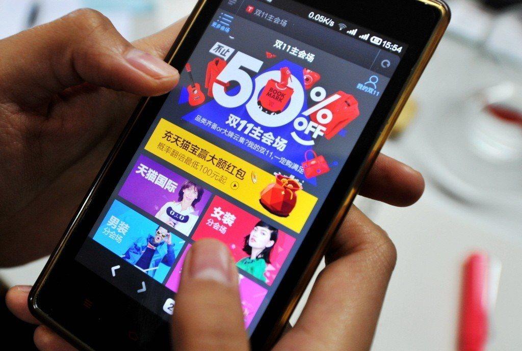 萬事達卡網路調查發現,中國大陸消費者始用手機購物的比例領先全球。(中新社)