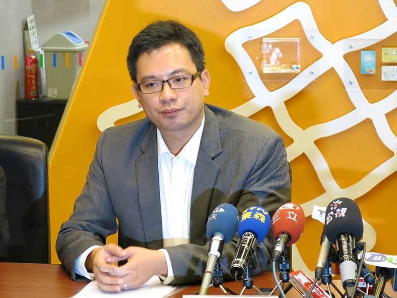 台北市長柯文哲在波卡風波中力挺愛將戴季全(圖),但擋不住輿論批評,最後請辭下台。...