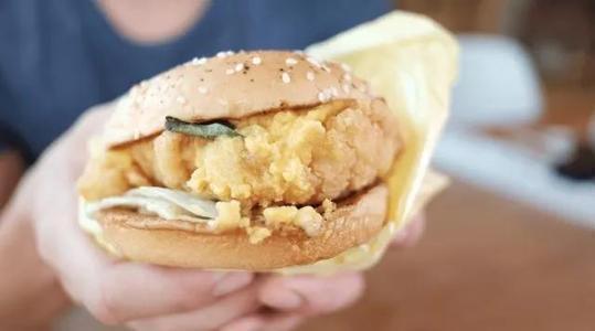 餐巾紙上細菌多,盡量別拿它包食物。圖取自搜狐
