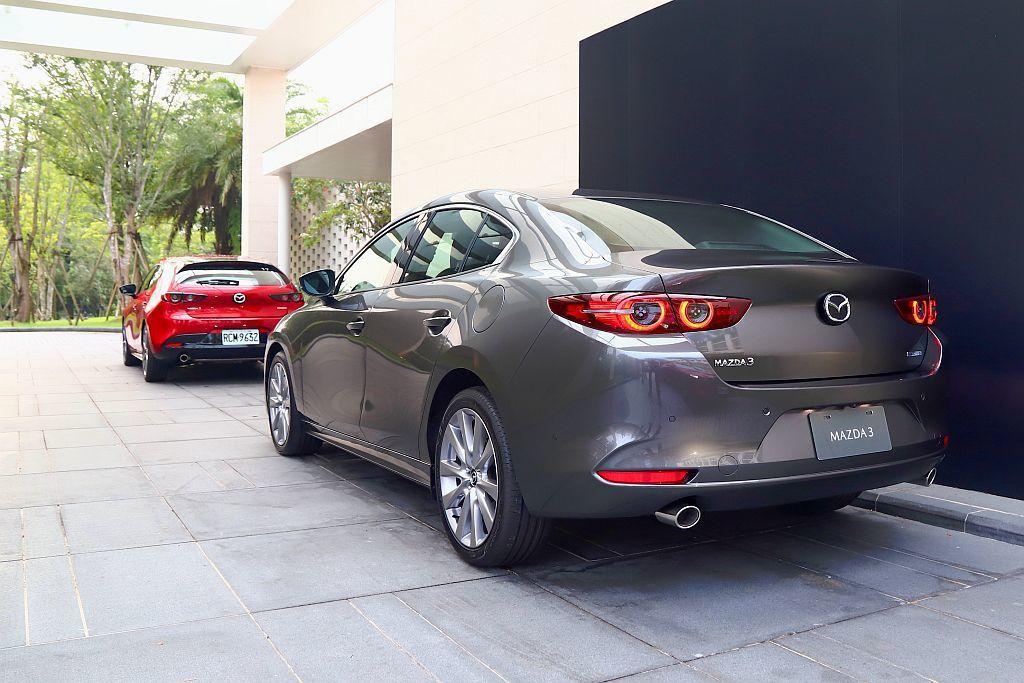 全新第四代Mazda 3臺灣相同導入四門房車、五門掀背兩種可選,不過這次許多人較...