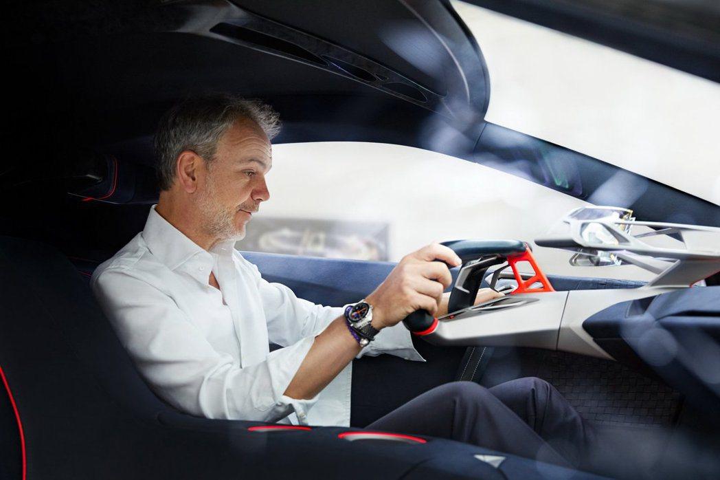 BMW Vision M Next座艙相當精簡且具未來科技感。 摘自BMW