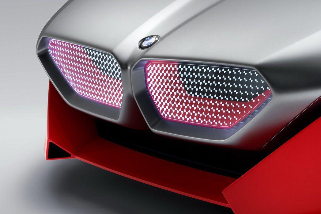 BMW Vision M Next也有BMW著名的雙腎形水箱護罩商標。 摘自BM...