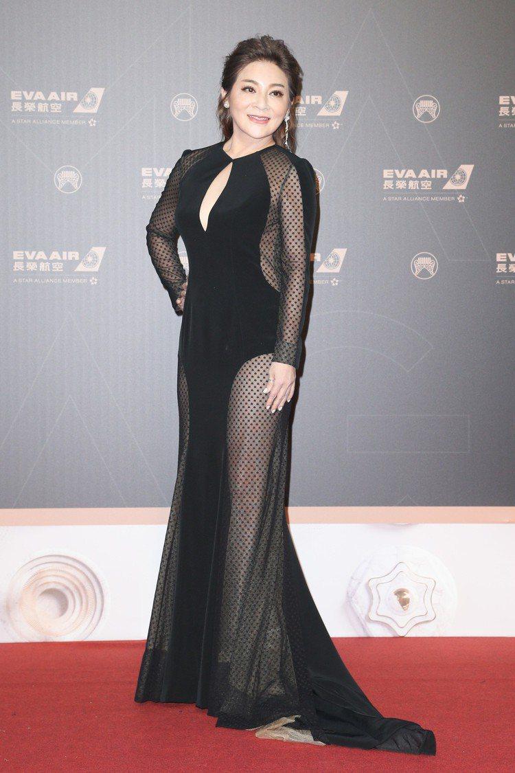 第30屆金曲獎,頒獎嘉賓王彩樺穿露背裝走星光大道。記者陳立凱/攝影