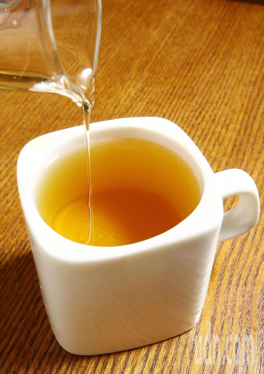 從台灣常見的茶飲分析兒茶素的含量,綠茶屬於未發酵兒茶素最多。本報資料照片