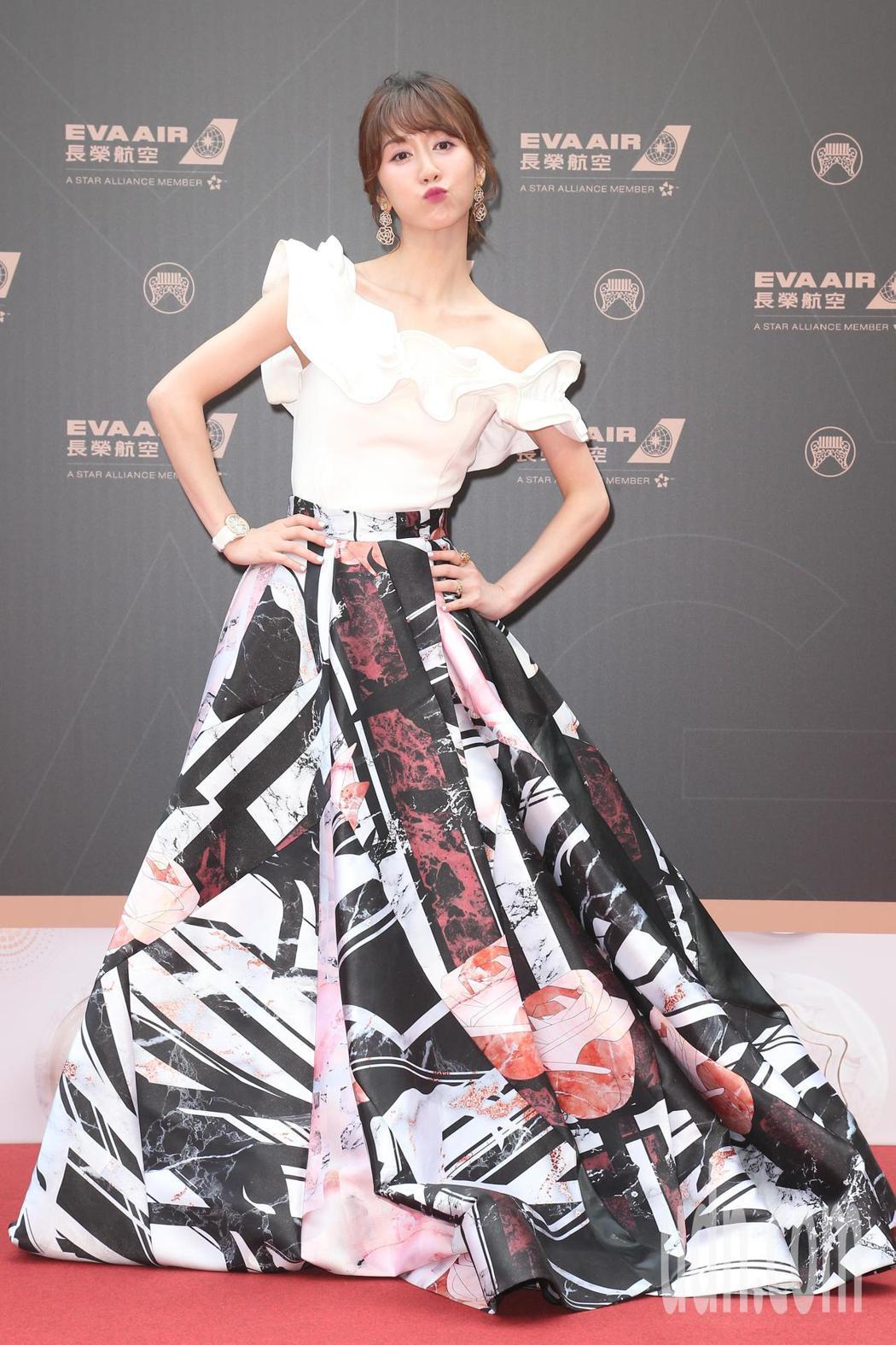 第30屆金曲獎,星光大道主持人瑪麗 。記者陳立凱/攝影