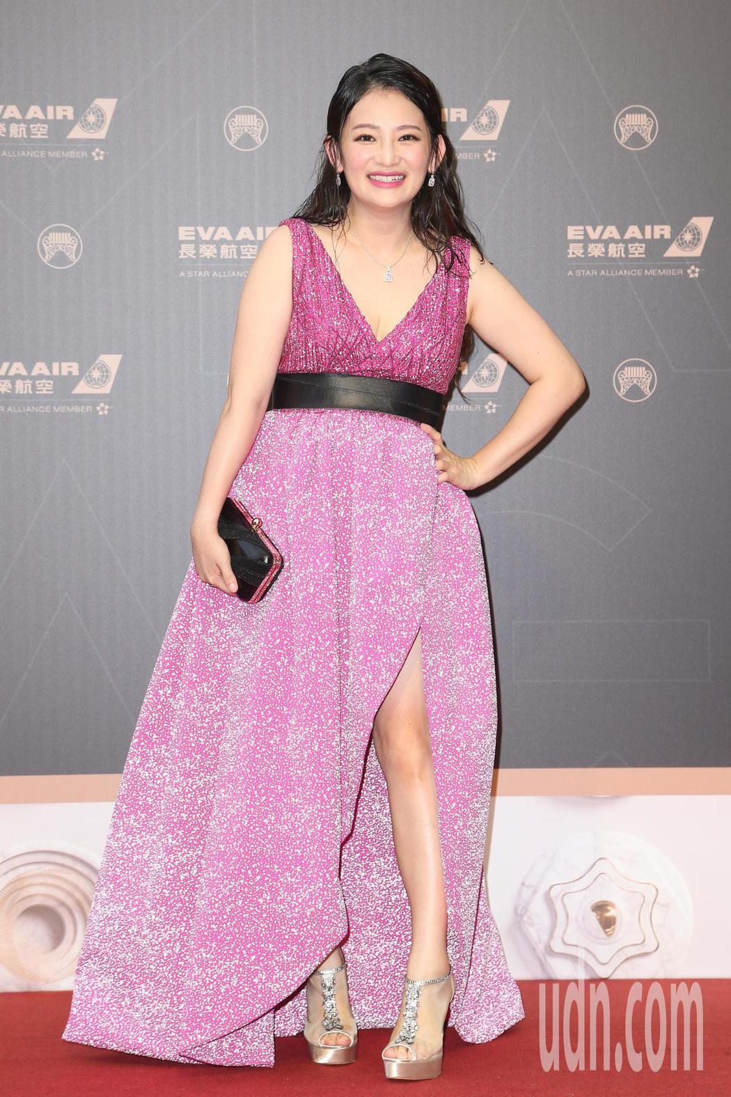 第30屆金曲獎,入圍最佳台語女歌手獎的張涵雅走星光大道。記者陳立凱/攝影