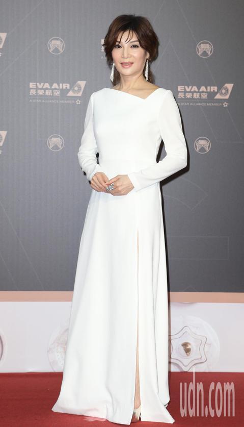 入圍「最佳台語女歌手獎」的蔡秋鳳走星光大道。