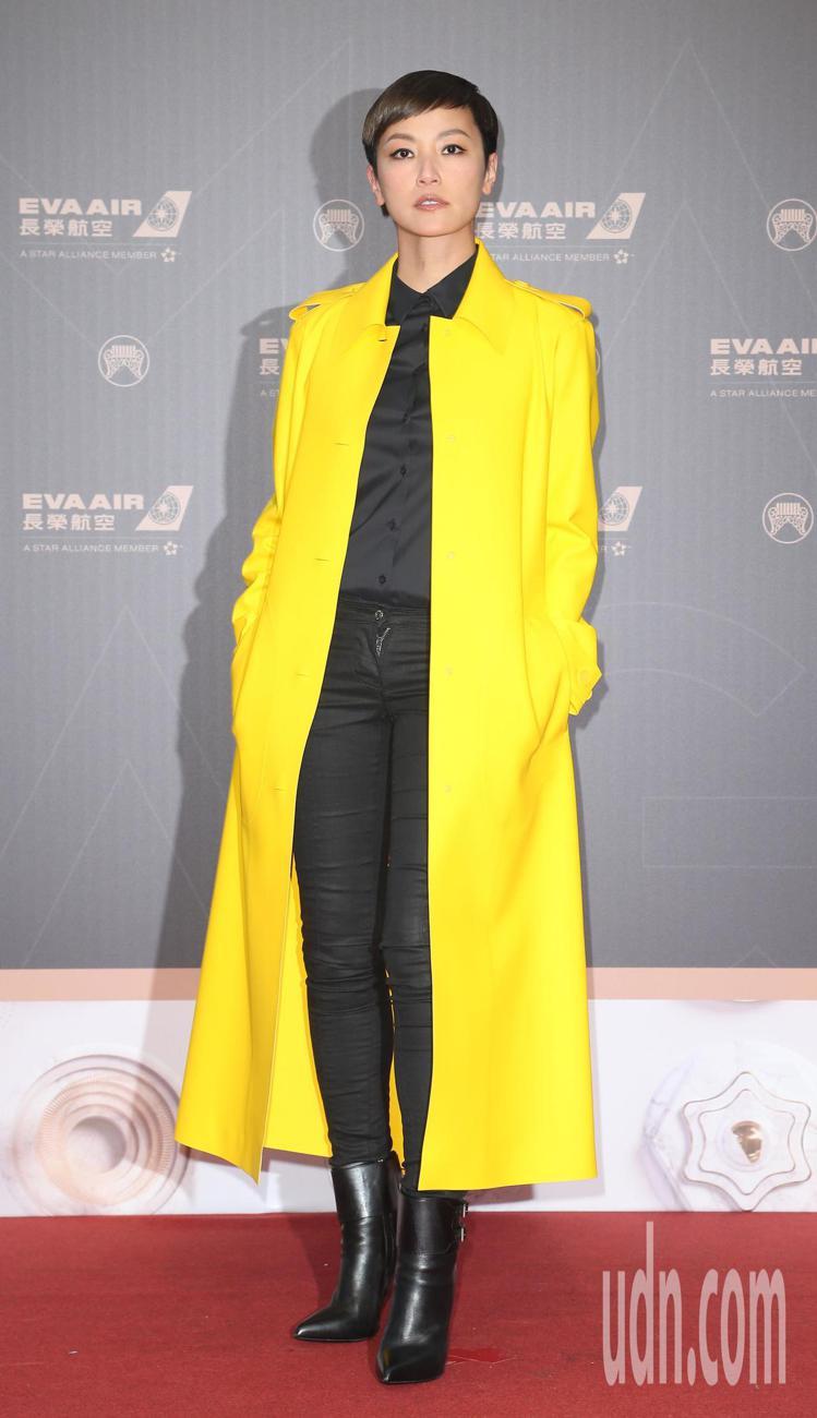 何韻詩穿BOTTEGA VENETA黃色大衣。記者陳立凱/攝影