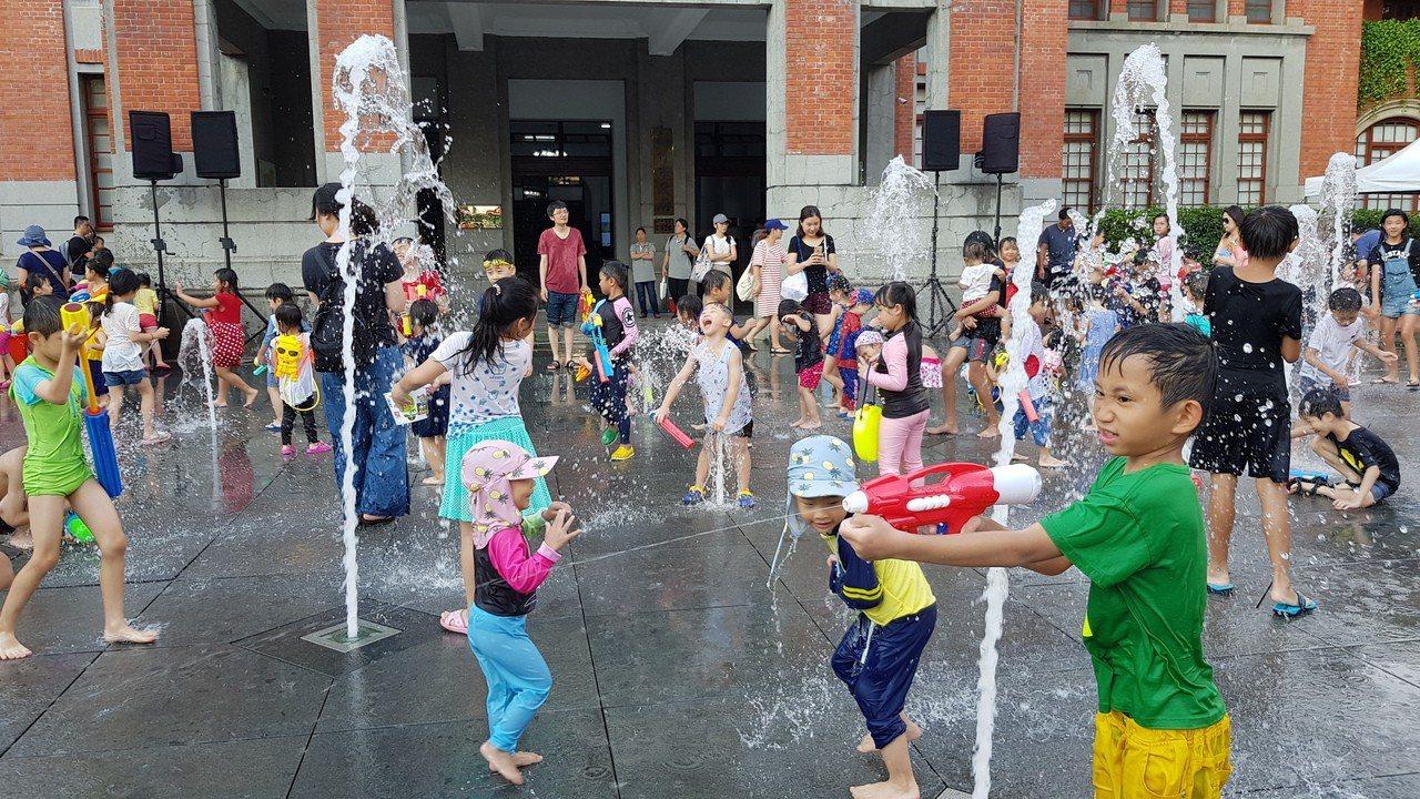 超消暑!竹市府前廣場噴水設施開放 清涼一夏