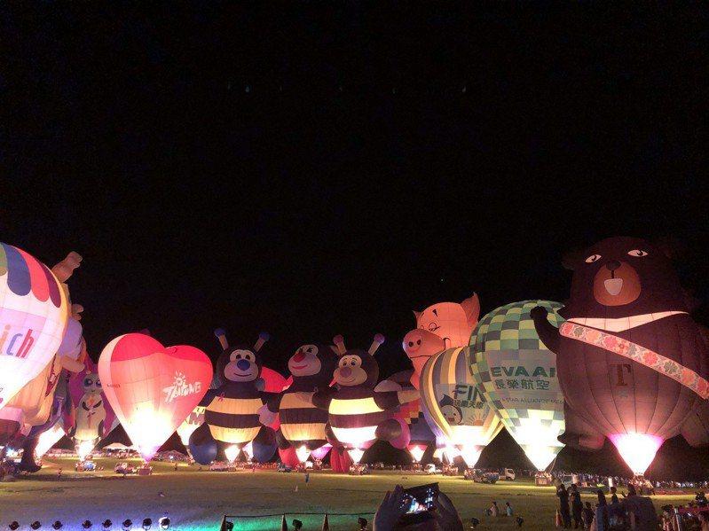 2019台灣國際熱氣球嘉年華首場「熱氣球光雕音樂會」,今晚7點30分在台東鹿野高台熱鬧登場。記者尤聰光/攝影