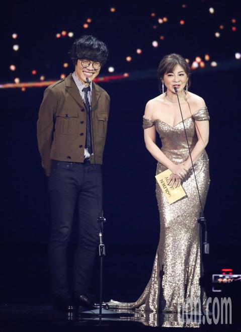 王彩樺、盧廣仲擔任金曲頒獎人。