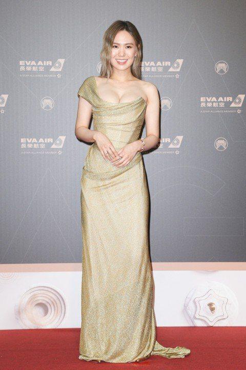 2019第30屆金曲獎(Golden Melody Awards)如期在台北小巨蛋登場,而紅毯星光依舊大家所關注的焦點。壓軸登場的金曲歌王蕭敬騰,以復古的西裝造型登場,輕鬆拿下本屆紅毯第一帥。而將與...