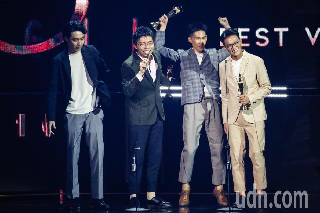 第30屆金曲獎,最佳演唱組合獎由椅子樂團獲得。記者林伯東/攝影
