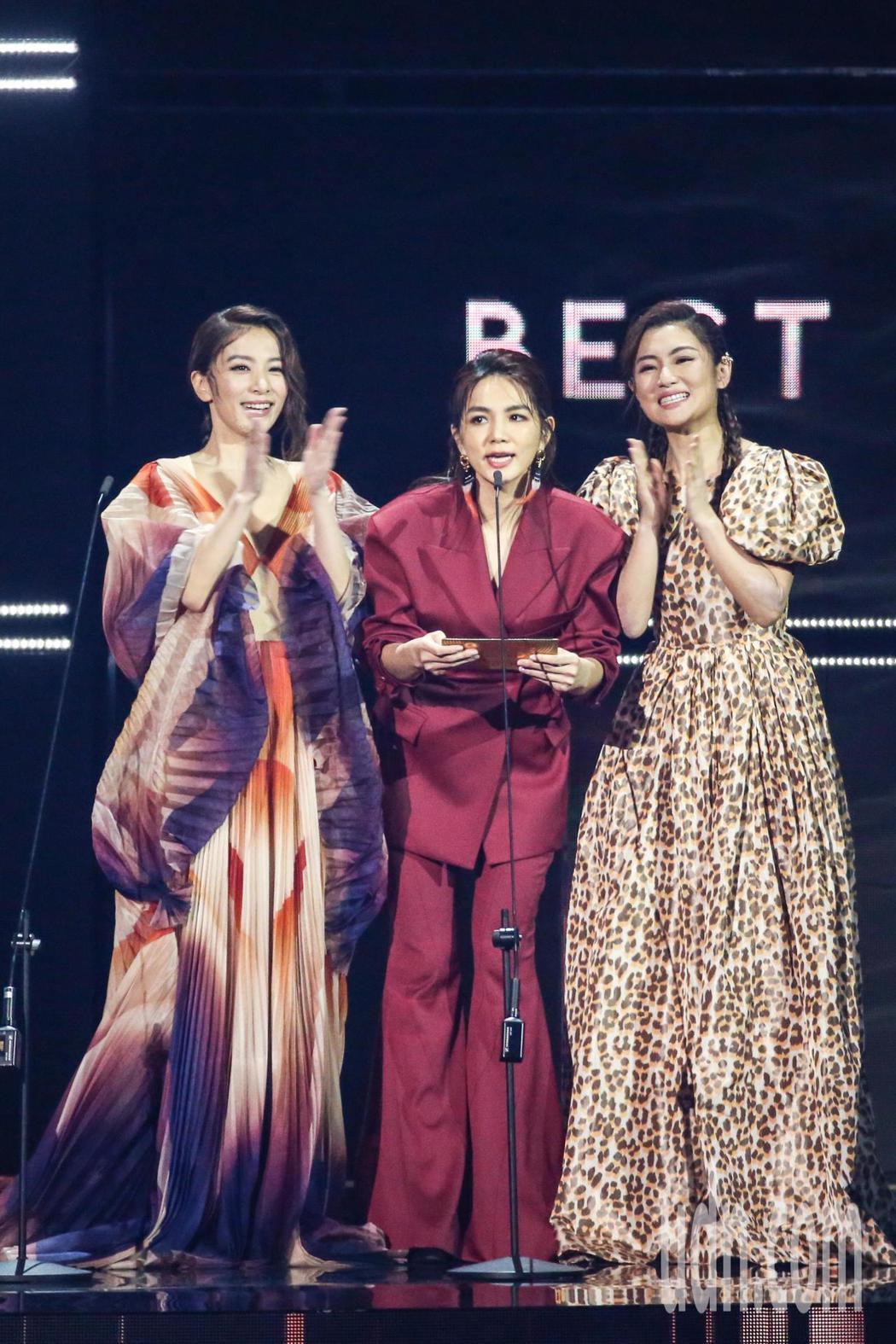第30屆金曲獎,SHE擔任頒獎人。記者林伯東/攝影